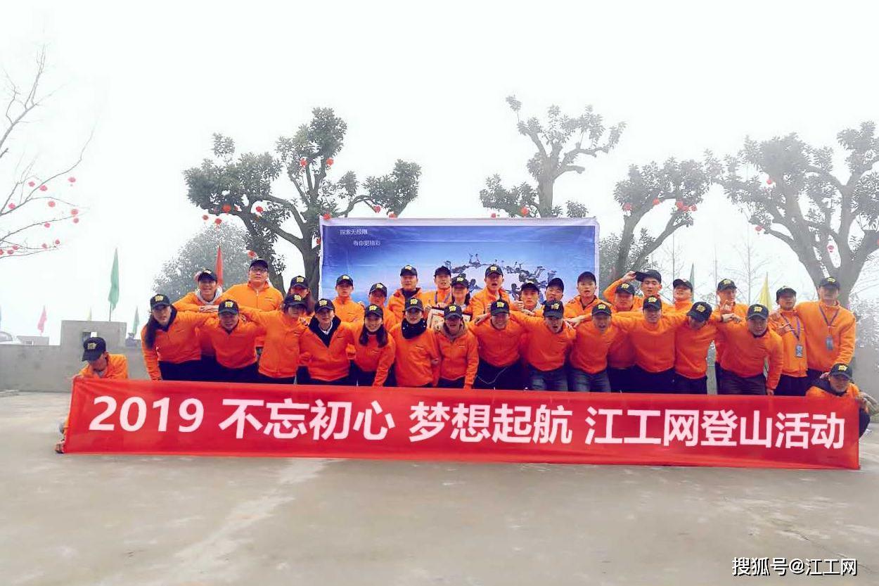 南京邮电机器人参加毕业典礼