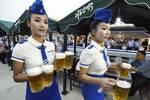吃泡菜,穿工裝,為何朝鮮女性偏愛絲襪、高跟鞋?