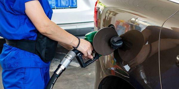 成品油调价搁浅继续5元时代 6月加油是否会涨价?