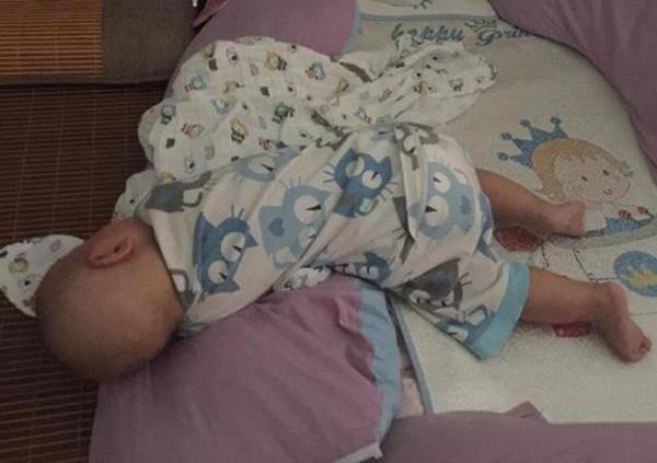 宝宝睡觉时,若是出现这几个动作,这是好事儿,说明大脑发育良好