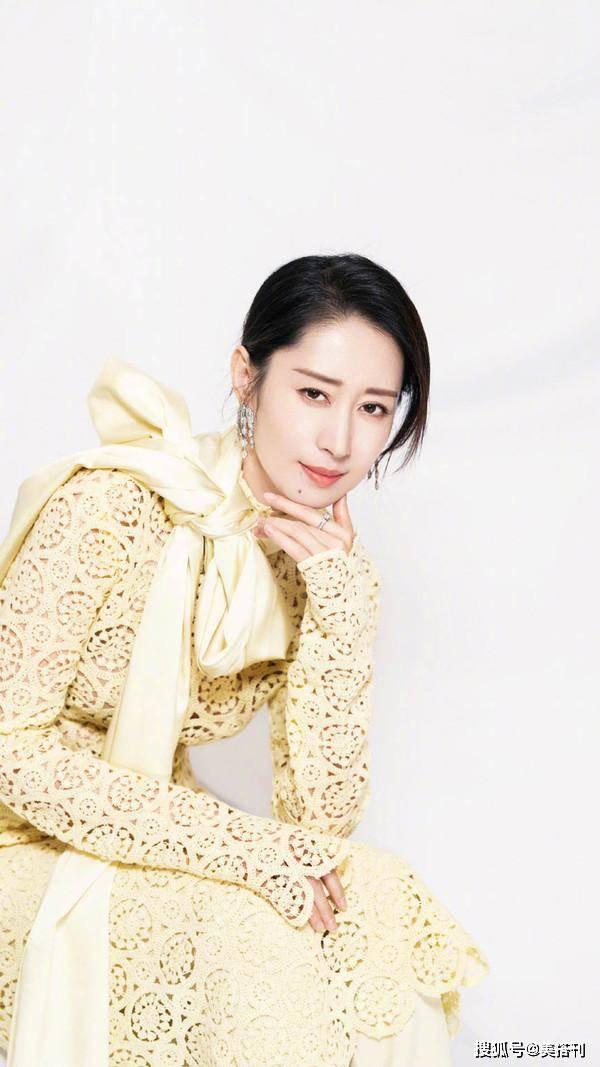 刘敏涛这次彻底放开了,44岁穿镂空裙,比小花旦还性感