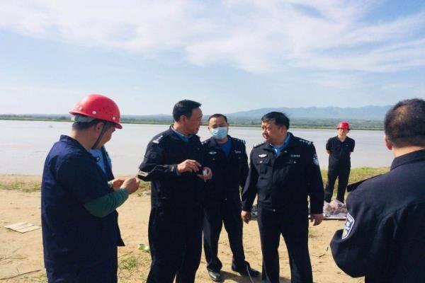 """河南灵宝警方集中销毁一批爆炸物品消除隐患,护航""""两会"""""""