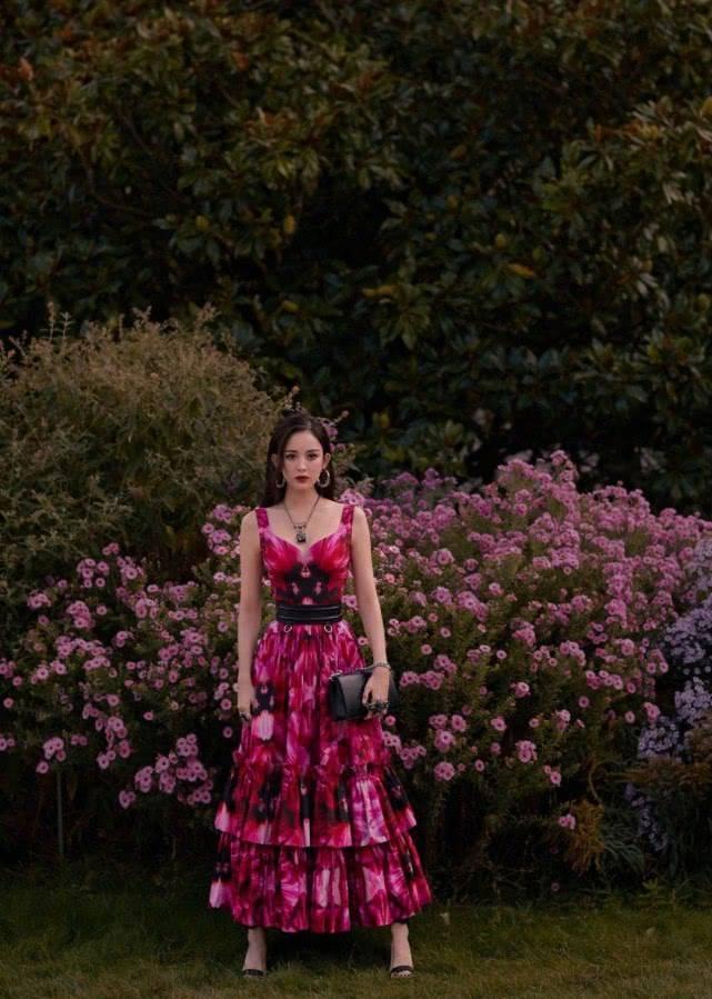 各种玫红粉色系搭配look!休闲时尚不难搭,明星潮人都这样穿