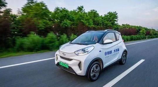 小蚂蚁eQ车身小巧,刹车性能好,完美解决了城市拥堵问题