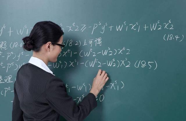 """原创女教师找对象,很多人爱找公务员,为什么男教师没能""""捷足先登"""""""
