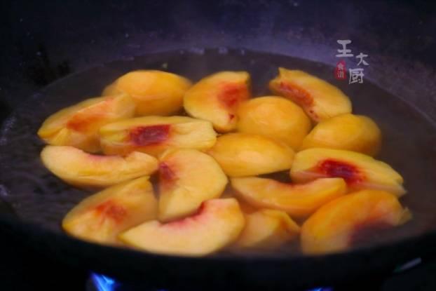 桃罐头的自制方法_小天必备小甜品,自制黄桃罐头,非常简单,酸甜可口_女人之家