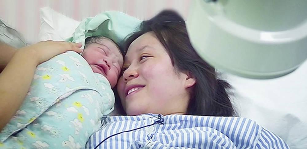 """产妇分娩之后为何宝宝先出来?医生:产后两小时""""危机重重"""""""