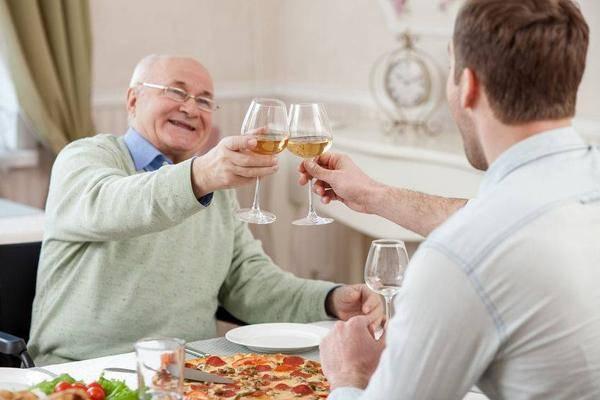 """男人开始衰老,身体会出现""""3大2小1臭"""",若你全占,提示该保养了"""