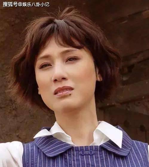 """网友原创她因一颗""""美人痣""""走红 与导演同居27年不结婚,如今63岁被宠成公主"""