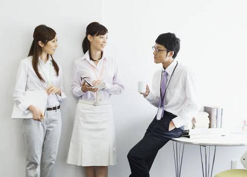 职场中,要学会思考之后再说,否则一言失误,便很容易得罪人