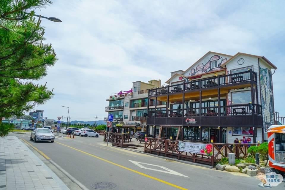 世界上最夸张的一条咖啡街,长度不过1000米,却开着近百家咖啡馆