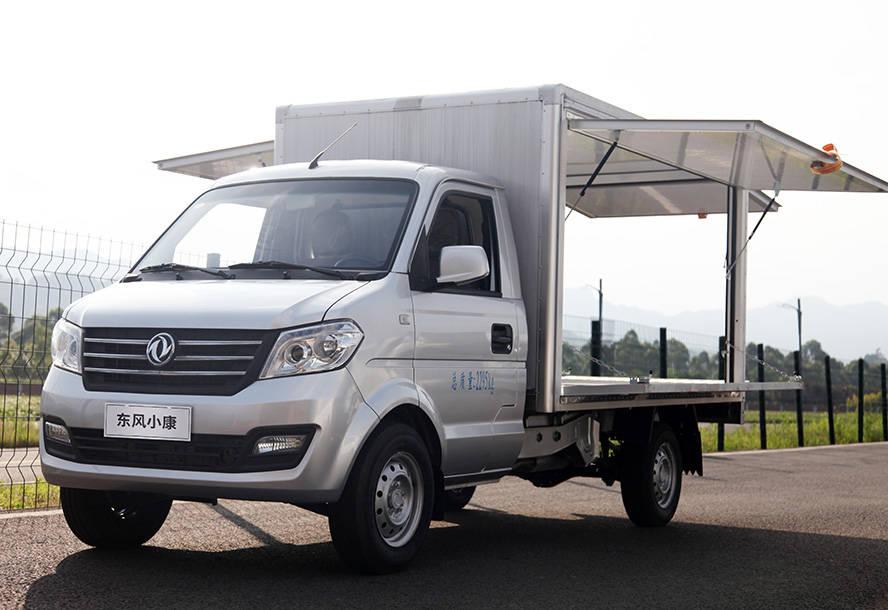 """又来了一个原创""""地摊神器"""",东风小康C55在市场上卖卡车,叫五菱荣耀"""