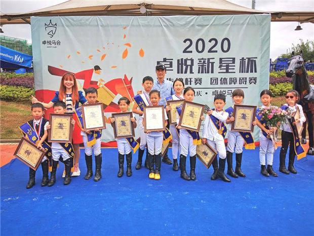 大陆马:重庆卓悦马会几十个孩子人生第一次马术比赛起点太高了吧!