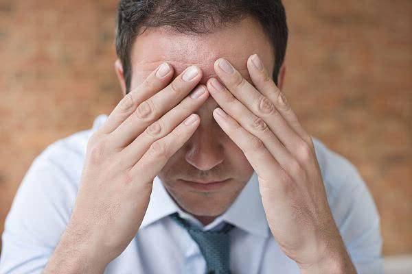 男人身体经常出现3种迹象,或许是在暗示:体内雌激素快不足了