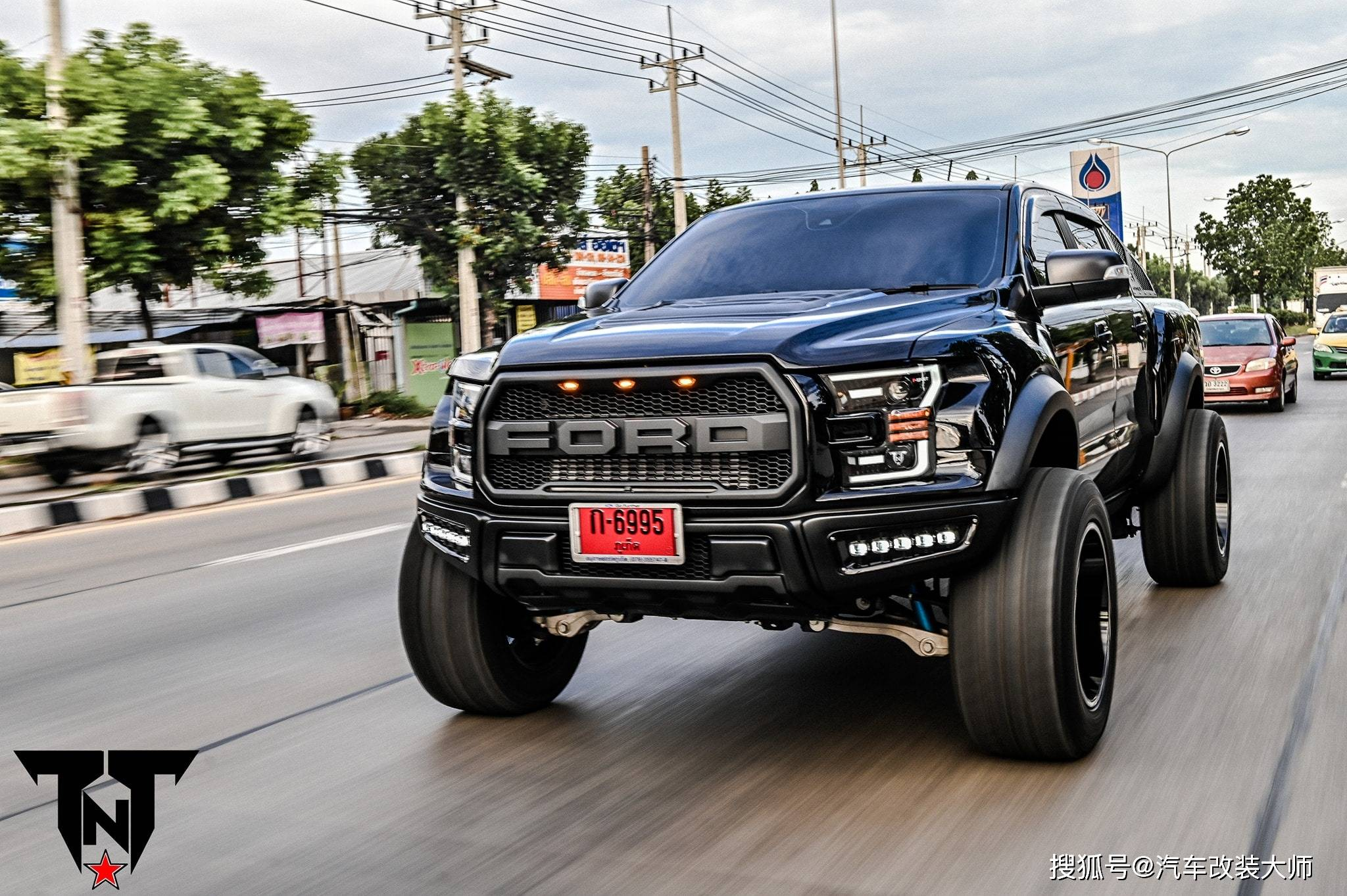 将福特Ranger Raptors改装成F-150 Raptor Lookalikes分