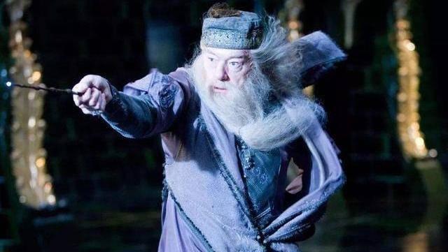《哈利波特》伏地魔犯了一个很大的错误_邓布利多