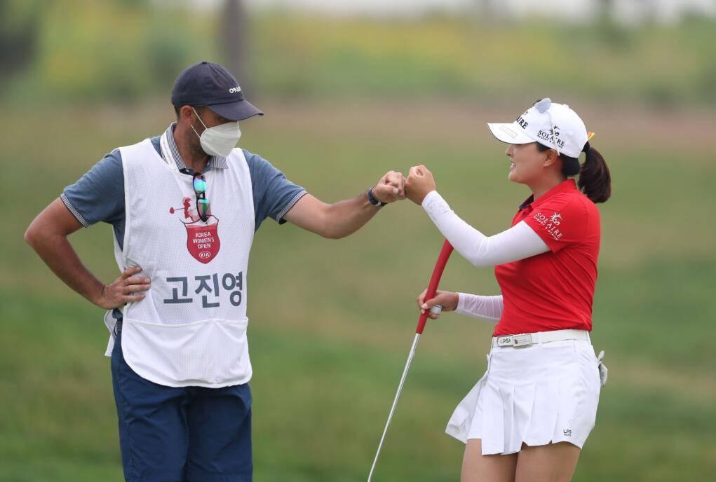 女子韩巡公开锦标赛第一轮 高真荣带伤排名榜首