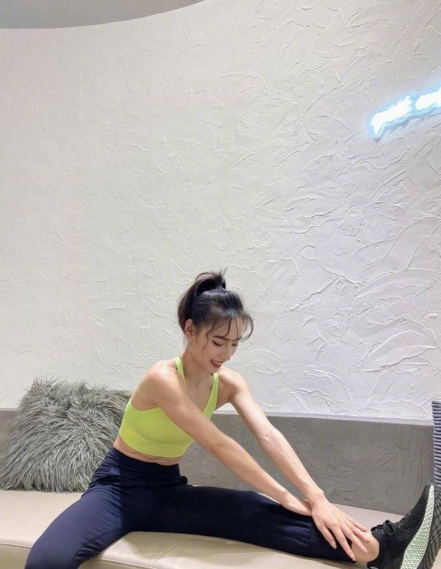 运动也要穿得美美的,超好看的运动风穿搭,让你健身也是女神 动作教学 第10张