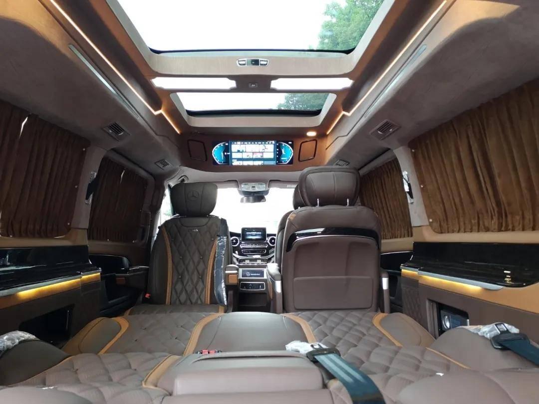 2020款奔驰V级 7座V260商务房车 高顶改装版
