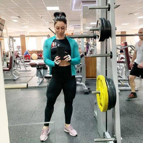 体重69公斤的肌肉妹子,肌肉质感完美,出场便秒杀大部分男人 减肥方法 第2张