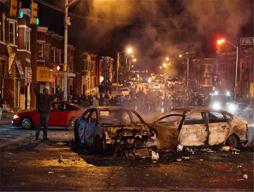 美国黑人街头_美国黑人起义军对抗白人民兵,上千人激战一夜,大批伤者紧急 ...