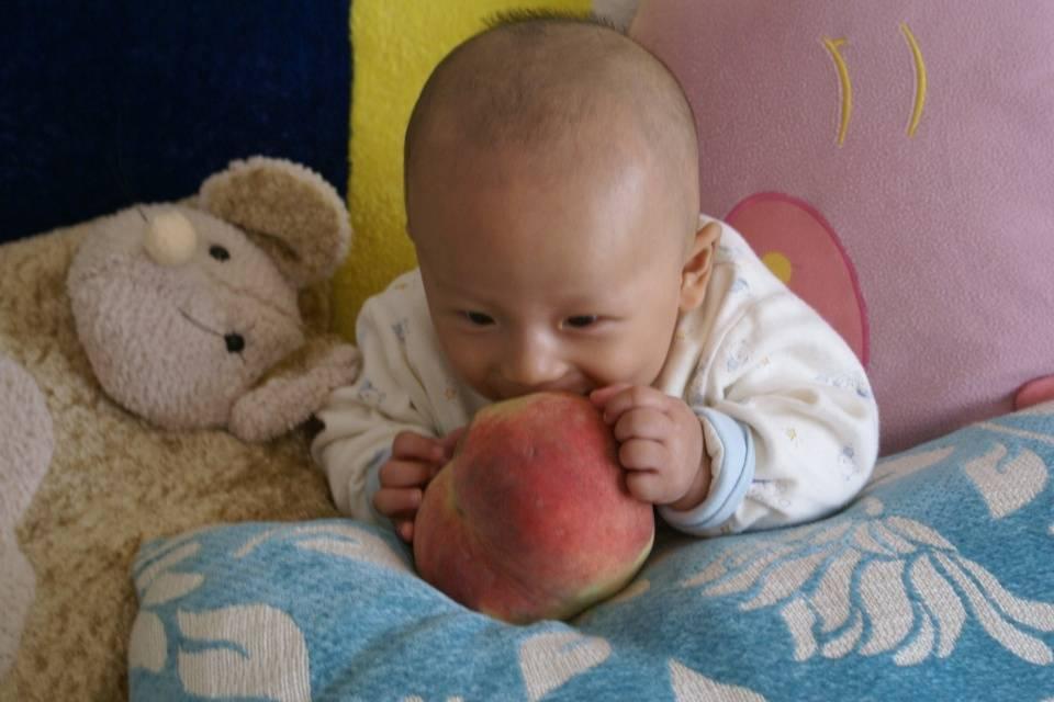 6月过后,这3种水果不要喂孩子,别坑了娃的发育还不自知