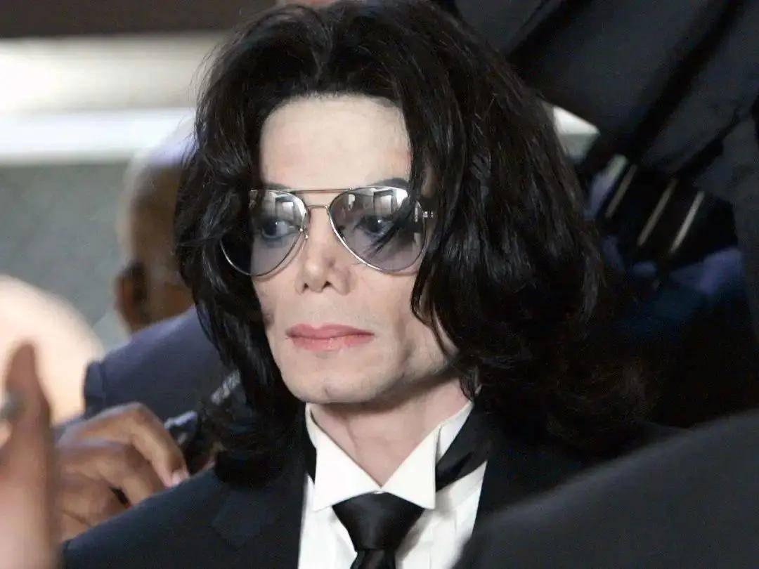 迈克尔杰克逊黑白图片