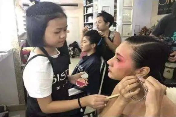 原创 那个3岁学化妆,12岁买130万宝马豪车的泰国小女孩,现状如何了?
