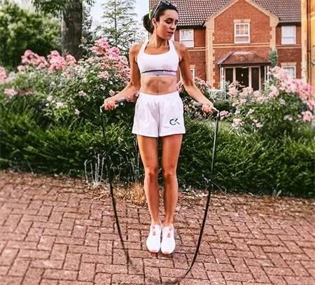 跳绳减肥有用吗?女孩坚持7天的变化就是答案,教你制定跳绳计划 动作教学 第10张