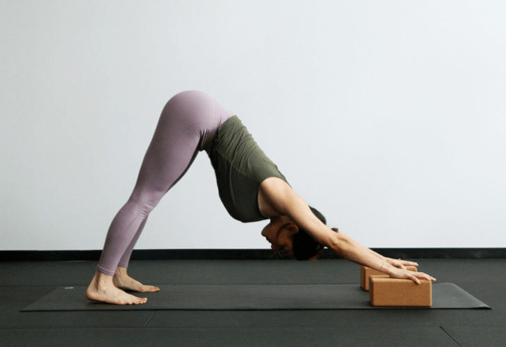 9大瑜伽体式,搭配瑜伽砖辅助训练轻松解锁,瘦身效果加倍噢_身体 知识百科 第3张
