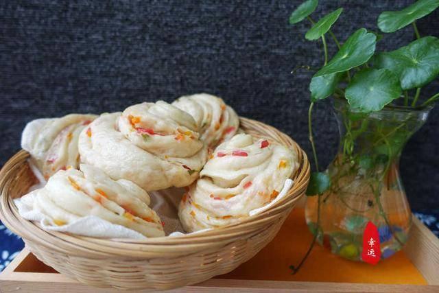 蓬松暄软的大花卷,有蔬菜有香肠,这样的花卷当早餐白嘴都好吃 增肌食谱 第22张
