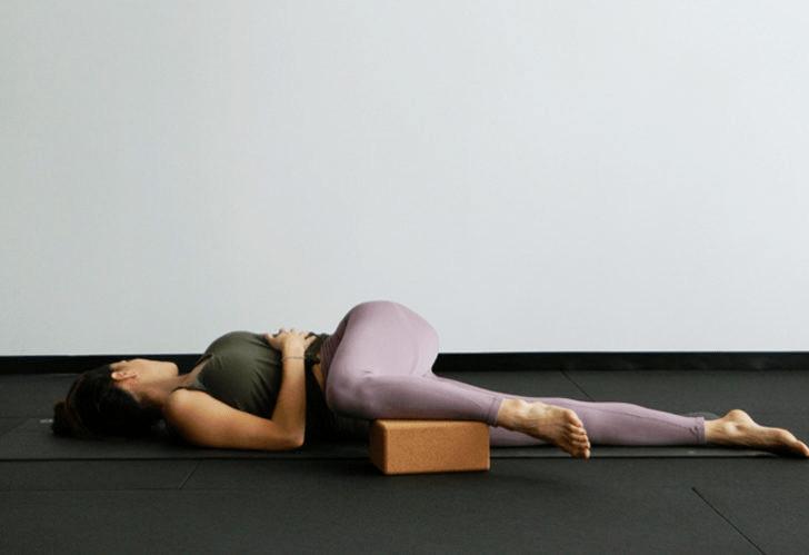 9大瑜伽体式,搭配瑜伽砖辅助训练轻松解锁,瘦身效果加倍噢_身体 知识百科 第9张
