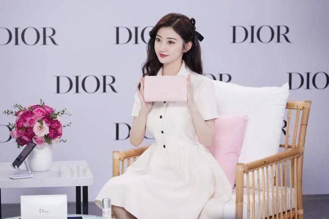 景甜直播颜值太美!穿白色雪花泡泡裙优雅灵动,你看了会心动吗?