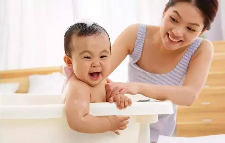 夏季洗澡洗不对,孩子太受罪!尤其这几点,很多家长都犯了