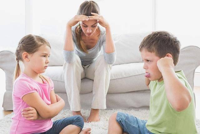 """原创二胎家庭涌现""""新型偏心"""",看似无伤大雅,其实无形中带偏两个孩"""