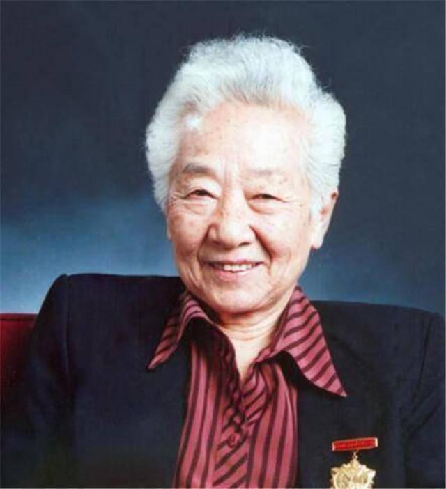 电影艺术家于蓝遗体告别式今日举行,倪萍、黄晓明献上花圈