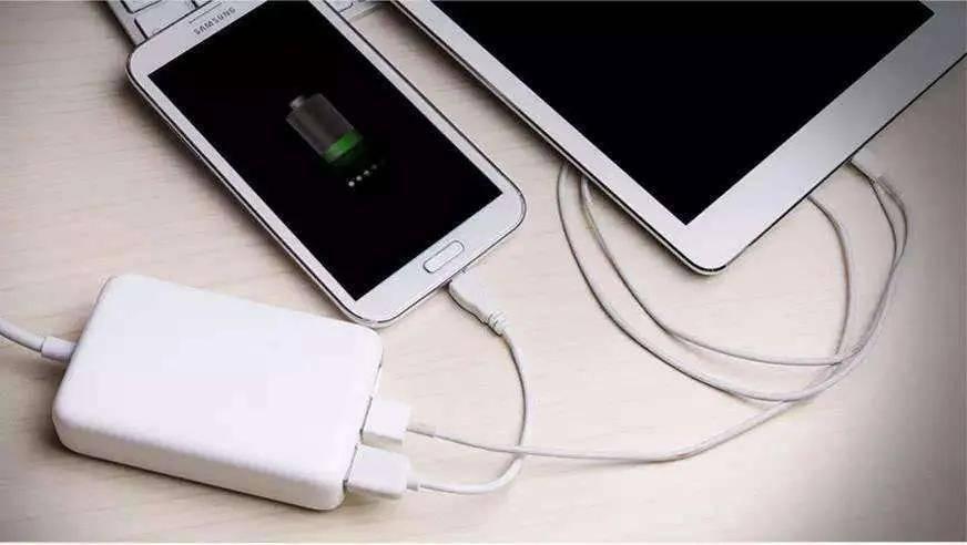 陈根:智能手机之充电困惑——先插头还是先插线?