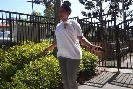女生尝试2周跳绳减肥,第1周跳140分钟,第2周跳210分钟,看变化