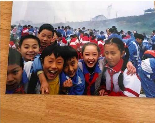 看看明星小学时的照片