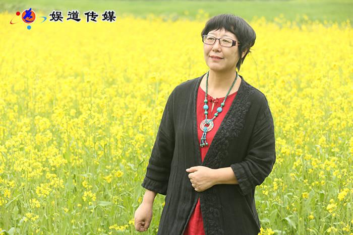 著名女诗人李南