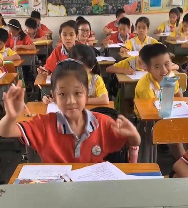 """期末考试,小学生发现试题很简单,当场""""嗨起来"""",网友:记得写名字"""