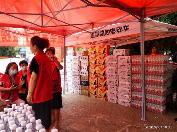 邓州市社区志愿者协会爱心助考圆满举行