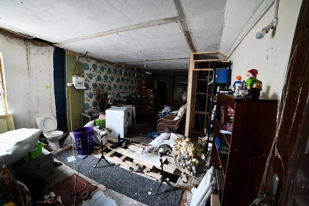 原创 英国夫妇两年前听到地下室有怪声,至今没弄清事情真相,仍不回家