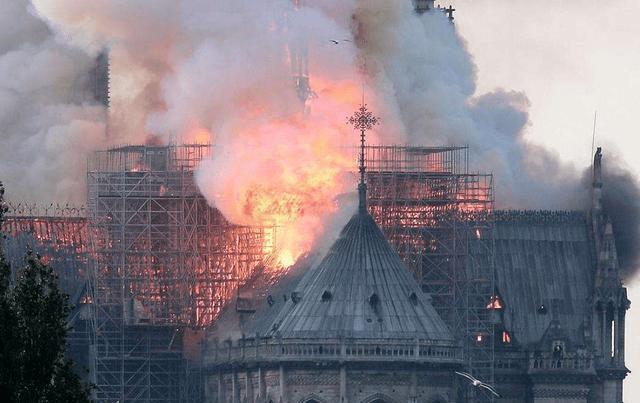 巴黎圣母院大火:烧掉的不仅仅是建筑,还有这些历史时刻的鉴证 ..._图1-2