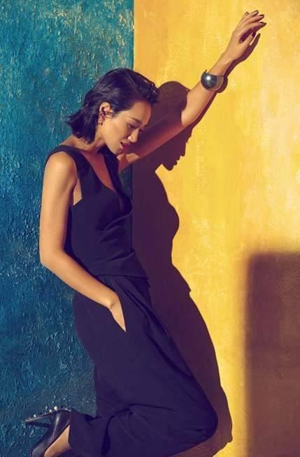 原创             朱丹晒二胎美照,碎花裙装清新温柔,淡妆状态好迷人