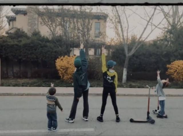 3岁孙莉再秀舞蹈功底