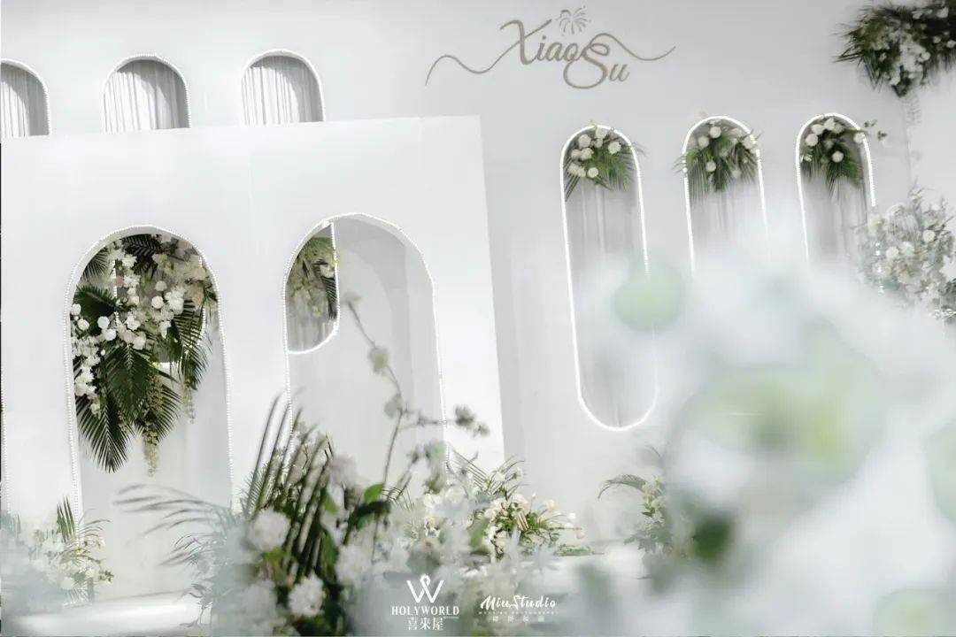 白绿韩式婚礼,简约浪漫的美感 婚礼新娘穿绿色鞋子