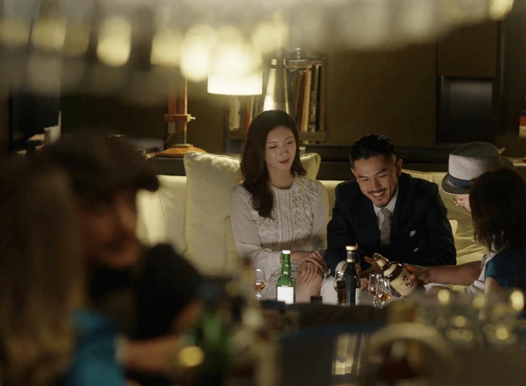 《三十而已》刷屏,成年人的世界,比劇情更有意思的是酒!