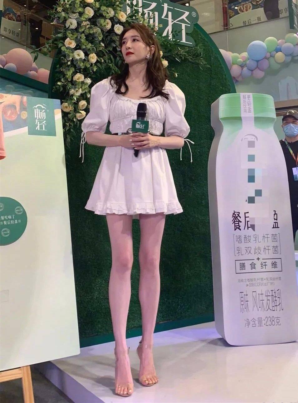江疏影一双大长腿如此吸睛,怎么就没腰呢?穿白裙都装不了清纯!