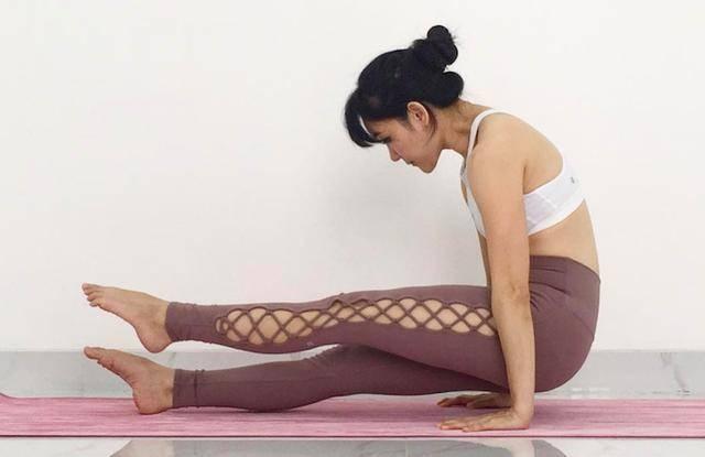 练好秋千式,改善身体平衡,让你轻松完美进阶高难度_瑜伽